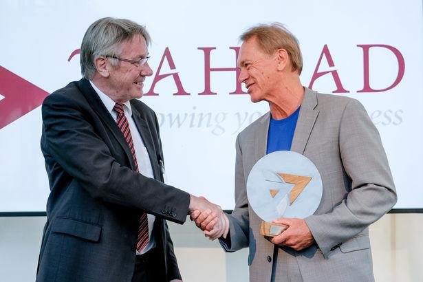 Laudator Horst Zuse und Innovation-Award Gewinner, Bo Ewald (D-Wave Systems)